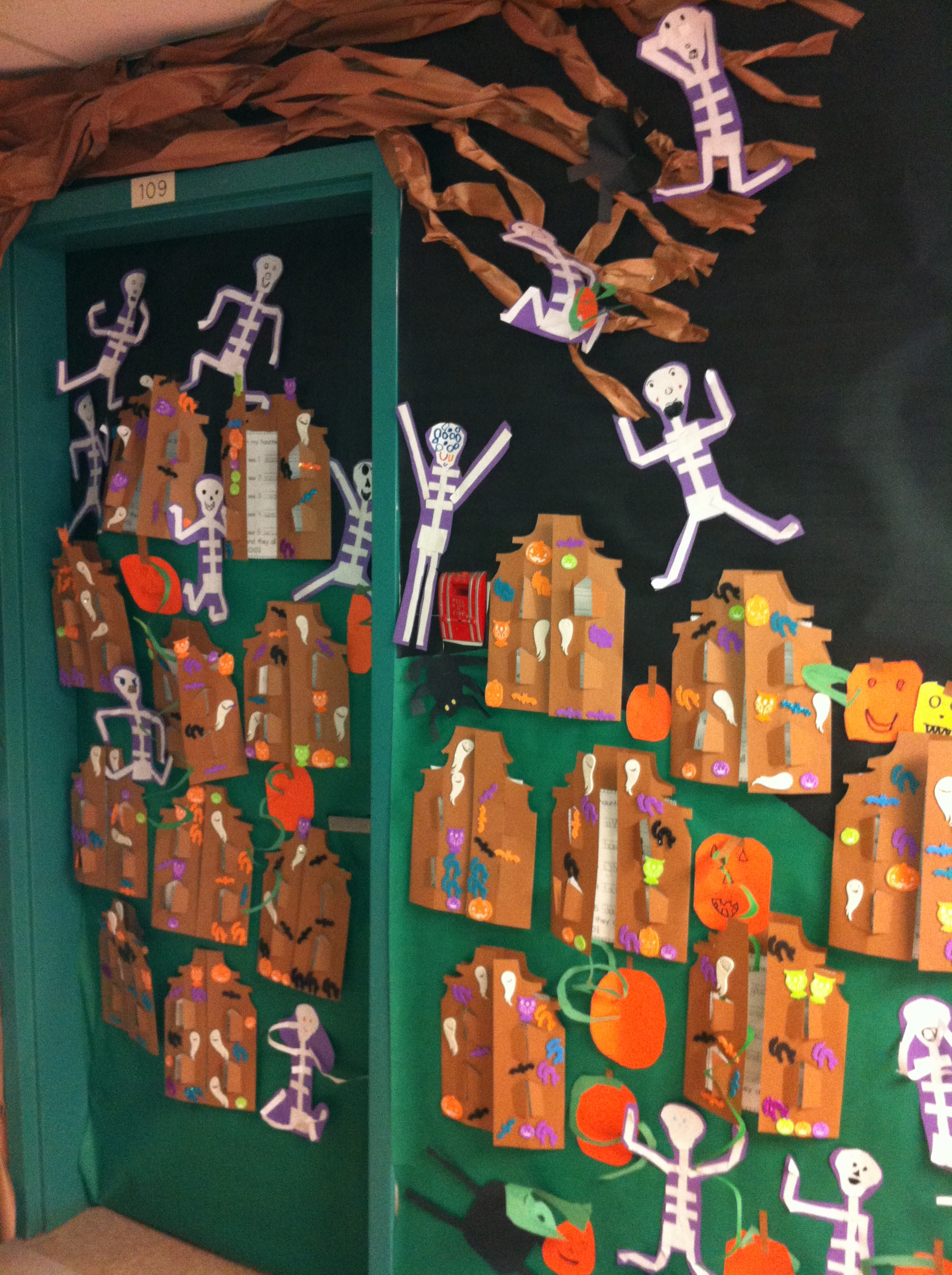 Decorating Ideas > Halloween  Mrs Antons Class! ~ 003601_Halloween Door Ideas Contest